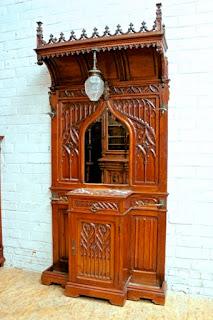Шкафчик для гардероба. Готика. 19-й век.