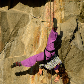 Girl climbing upside down by Gonzalo Acuña - Sports & Fitness Climbing