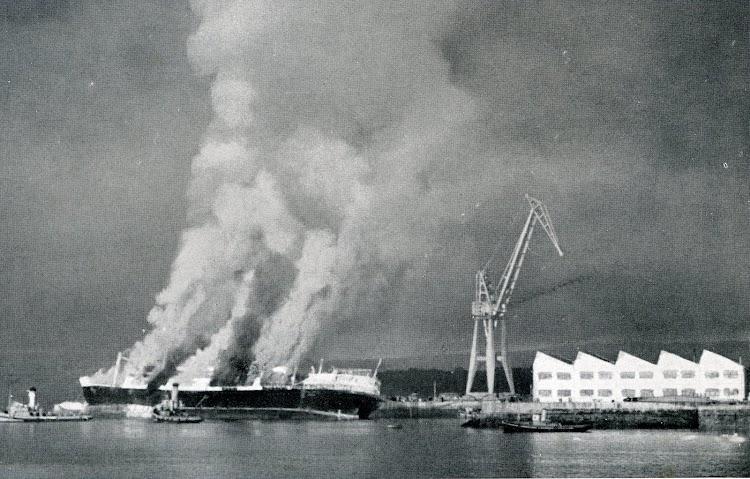 Ferrol. El MARQUES DE COMILLAS ardiendo. Del libro Los Tres Comillas.jpg