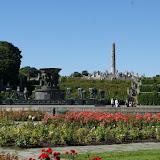 Vigelandsparken (beeldenpark) in Oslo met de Monoliet (121 menselijke figuren).