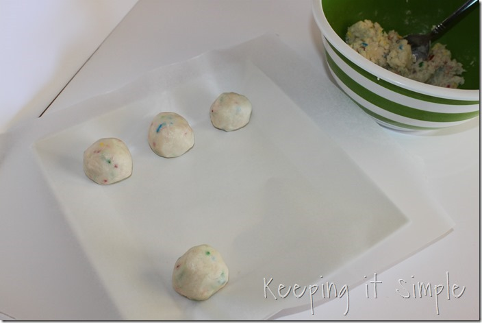 No-Bake-Apple-Shaped-Cake-Batter-Truffles (3)