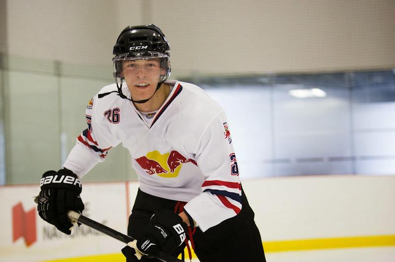 Даниил Квят играет в хоккей перед Гран-при Канады 2014