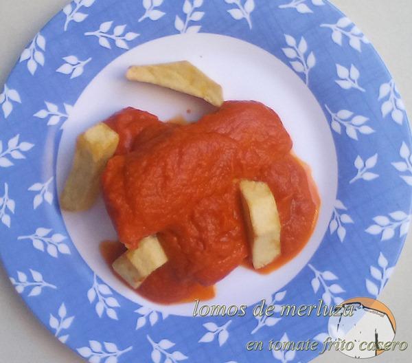 Lomos de merluza en tomate frito casero