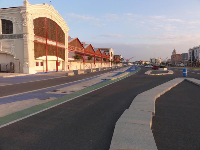 здание боксов на городской трассе Формулы-1 в Валенсии зимой