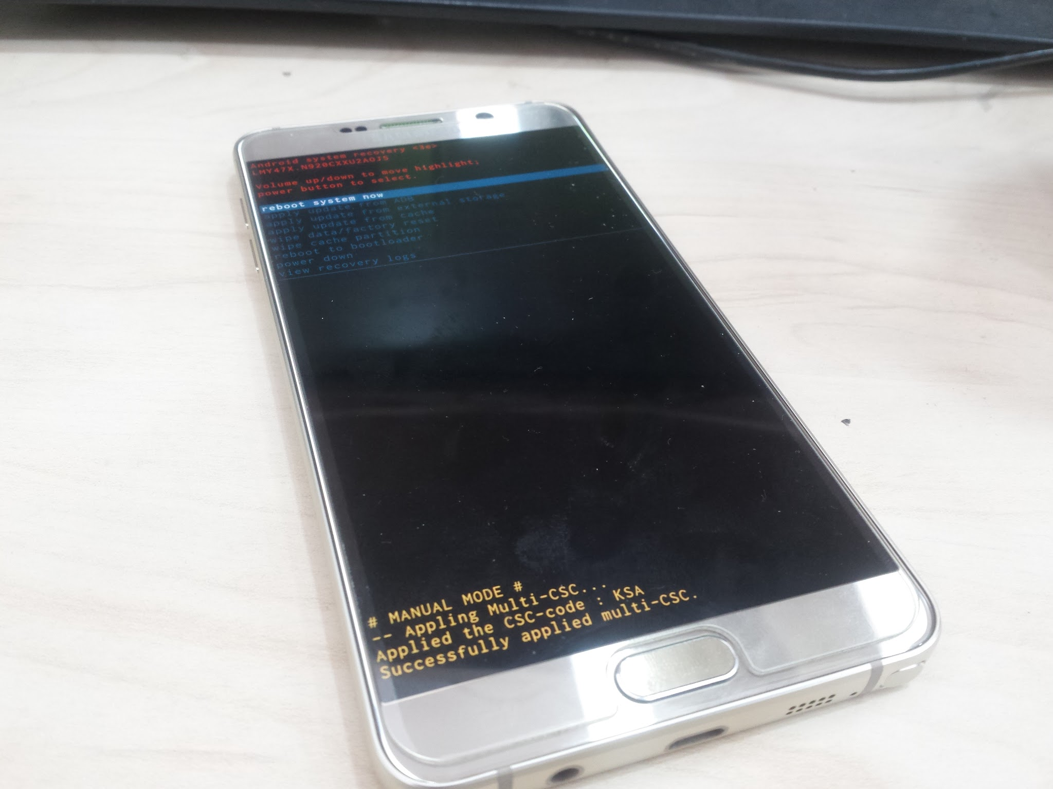 Image of Samsung Galaxy Note 5 stuck on the boot loop, Samsung Logo only.