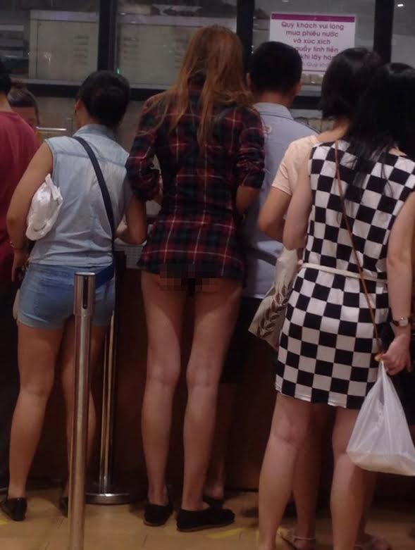 ảnh cô gái mặc quần ngắn lộ mông