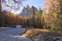 Auf der Ostrampe des Passo di Falzarego. Runter in Richtung Cortina d'Ampezzo.