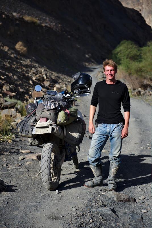 Primul si singurul alt calator intalnit pe valea Bartang, Philip, un neamt suprinzator de relaxat.