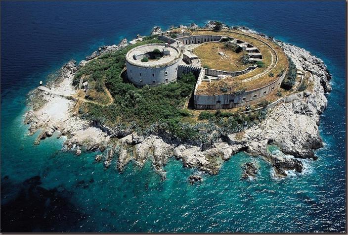 Forte da baia de Mamula-Montenegro