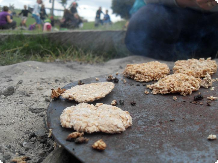 Brødbagning over åben ild - Sagnlandet Lejre