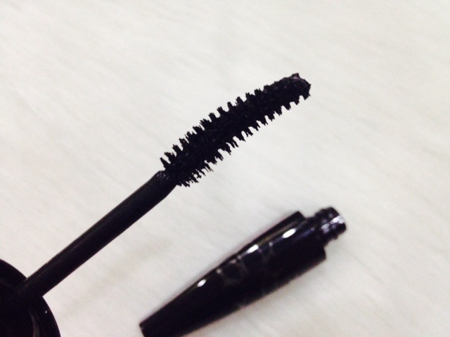 L'Oreal Paris Miss Manga False Lash Mascara