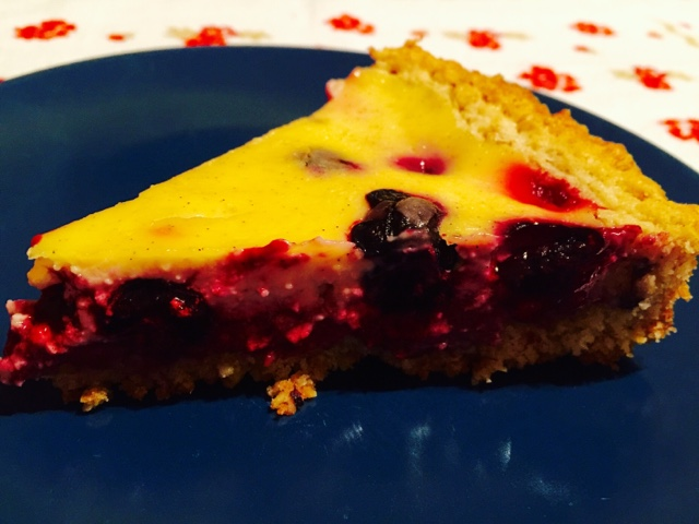 Slice of Queen tart with Blueberries, raspberries and Crème fraîche