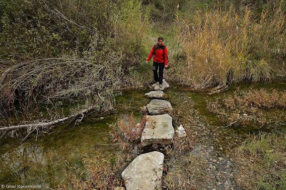 Passera de pedres al riu Siurana. Antic camí ral de Gratallops a Bellmunt del Priorat. Xarxa de camins del Priorat.DOQ Priorat.Gratallops, Priorat, Tarragona