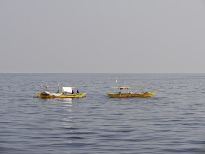 Bilde av to fiskebåter.
