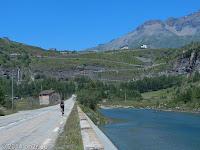 Hoch zum Col du Mont Cenis. Direkt voraus der erste Anstieg zur Staumauer des Lac du Mont Cenis.