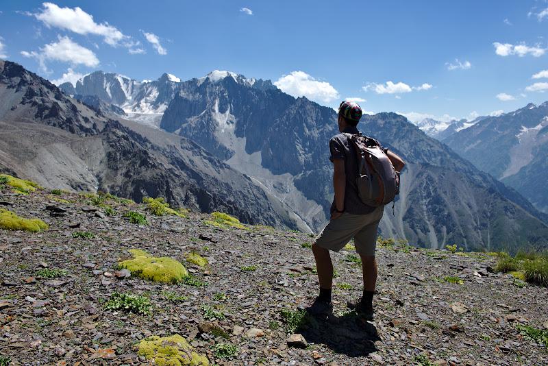 Privind spre Mont Blanc-ul Kyrgyz.
