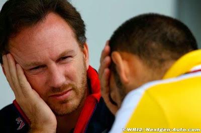Кристиан Хорнер и моторист Renault фэйспалмят на Гран-при Бразилии 2014