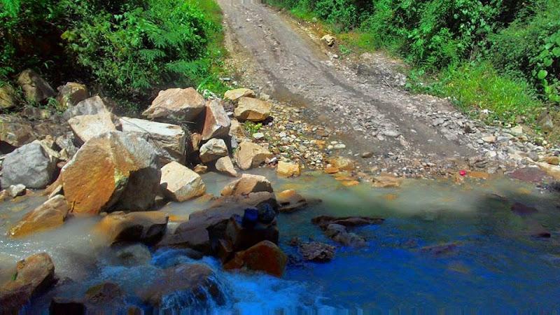 anak sungai yang harus dilalui menuju kalumpang mamuju sulbar