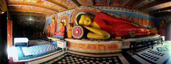 статуя лежачего Будды