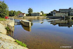 Tuhnický jez je moderně přestavěn na jez se šlajsnou, kde je zároveň kartáčový rybí přechod. Kdysi to byl jeden z nejnebezpečnějších jezů v Čechách, nyní, díky investici Povodí Ohře a Karlovarského kraje je tento jez bezpečný.