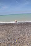 """Joris zwemt in de zee in Frankrijk. De ingezoomde foto met zijn """"vrolijke"""" gezicht komen jullie maar thuis bekijken."""