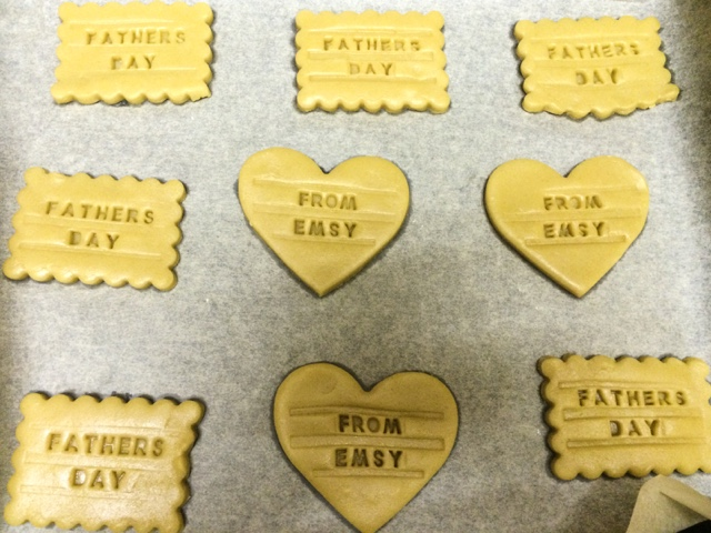 baking-lifestyle-food-blog-fathers-day-present-gift-guide-personalised-cookie-biscuit-homemade-sugar-biscuit-neat-ideas-bake-it-personal