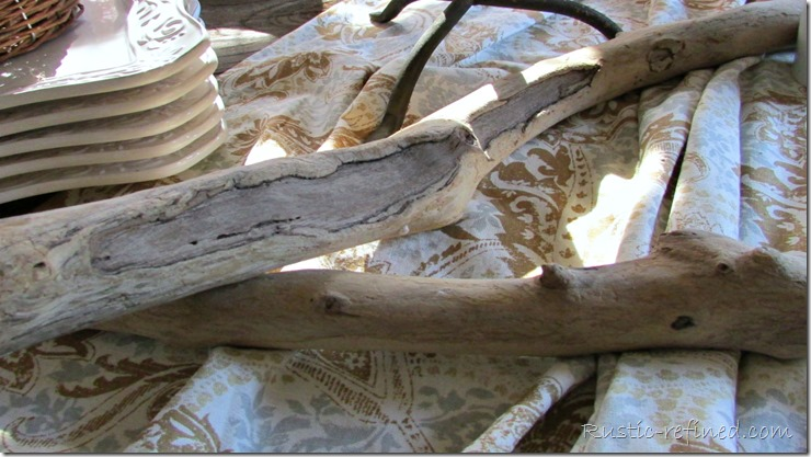 Using driftwood for a creative centerpiece @ Rustic-refined.com