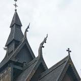 Details van de staafkerk van Vikøyri.
