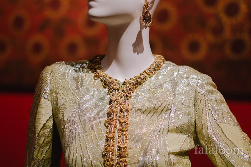 Details of Oscar de la Renta, Evening ensemble: tunic and pants, Fall 1968.