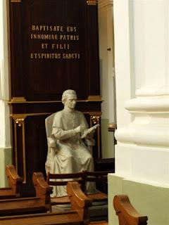pomnik biskupa, poety i historyka Adama Naruszewicza