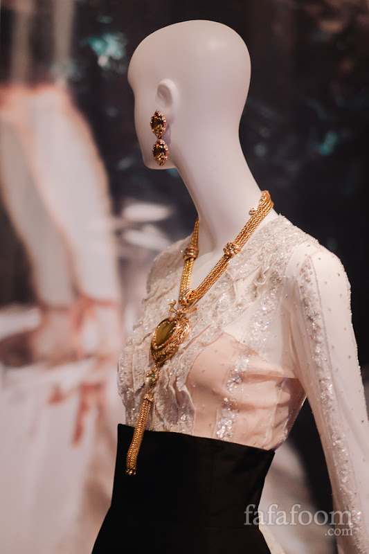 Oscar de la Renta for Pierre Balmain, Evening ensemble: blouse and skirt, Autumn/Winter 2000 - 2001.