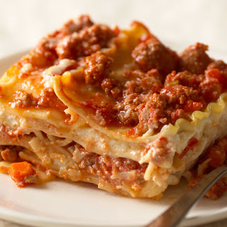 Classic Lasagna Recipe (With Meat Sauce)