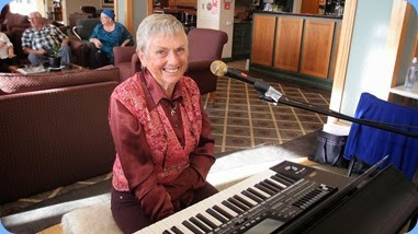 Jeanette about to play her Korg Pa3X. Photo courtesy of Dennis Lyons.