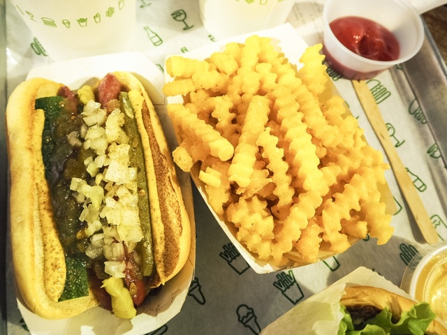 shake-shack-covent-garden-best-burger-london-concrete-dessert-ice-cream-hot-dog-restaurant-fries-food-blogger-restaurant-review