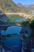 Am Stausee Lago di Redona. Historische Brückenreste.