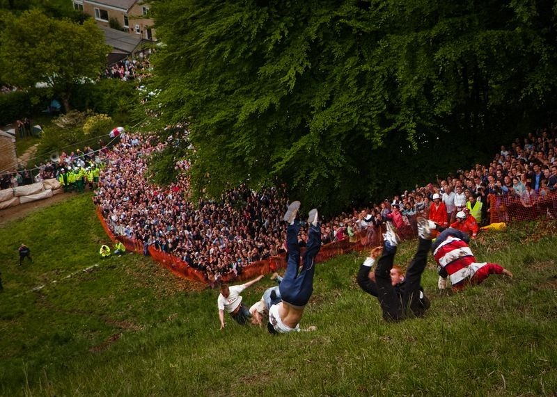 cooper-hill-cheese-rolling-8