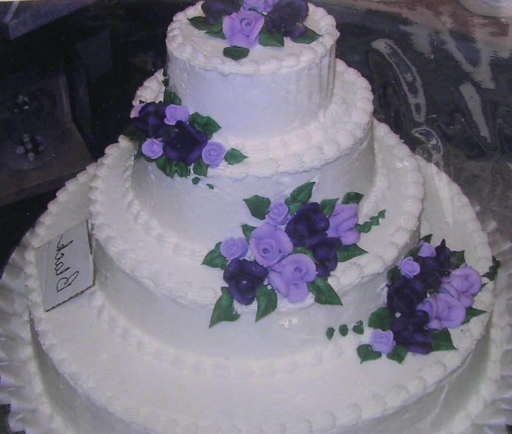 Over Thanksgiving, we settled in a bakery and florist Our wedding cake will