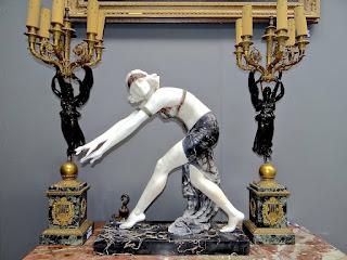 Скульптура из мрамора в стиле Арт Деко. ок.1900 г. Высота 50 см. 6000 евро.