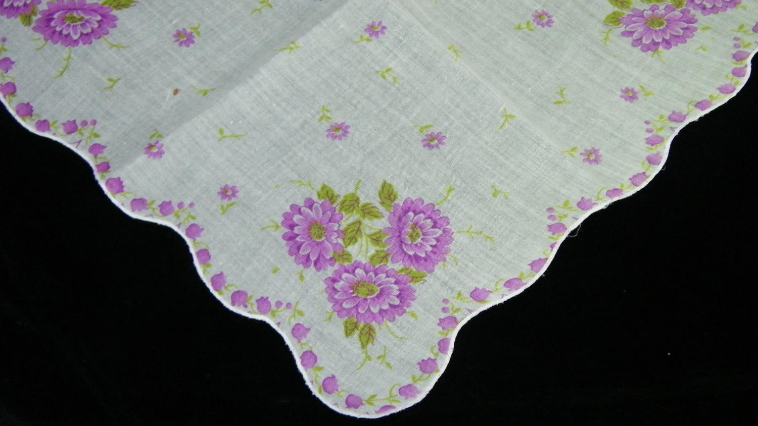 Vintage Scalloped Purple Daisy Flowers Wedding Favors Handkerchief, 5649