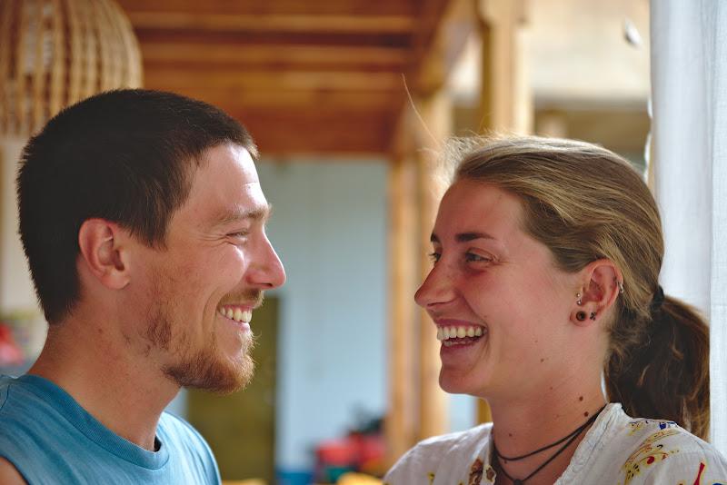 Philip si Leonie, plecati din Germania spre Est fara un plan foarte clar, mai multe despre calatoria lor aici http://weltradlenker.de/ .