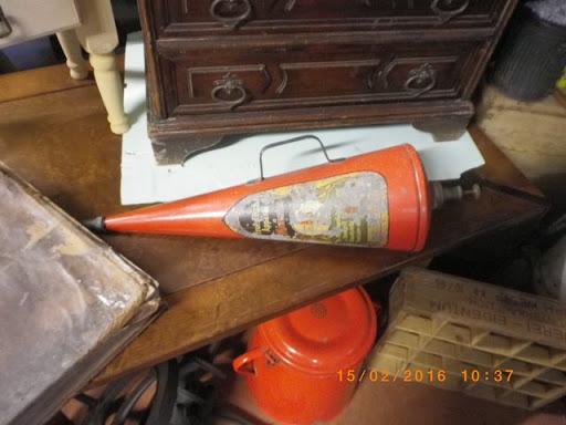 Diverse Antiquitäten, Schränke, Möbel, Kannen, Schilder