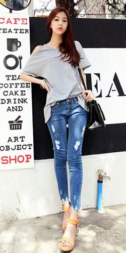 2 phong cach don gian voi jeans rach  4