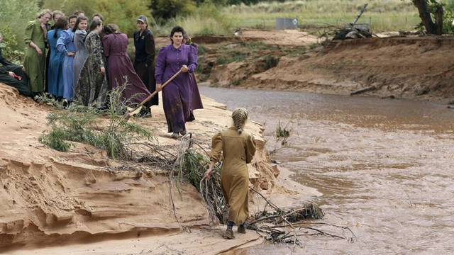Followers of Warren Jeffs search along a stream after a '100-year' flash flood in Colorado City, Arizona, on 15 September 2015. Photo: Rick Bowmer / Associated Press