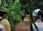 Wyruszamy na trzydniową wyprawę przez wzgórza Birmy z przewodnikiem.