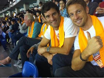 Марк Уэббер и Дженсон Баттон на бейсбольном матче в Японии