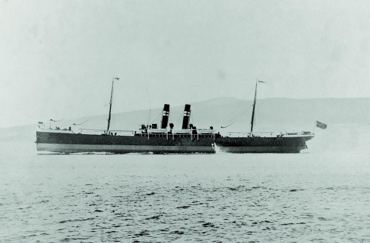 El vapor BARCELONA en sus pruebas de mar. Foto del Centre de Documentació Maritima del Museu Maritim de Barcelona. Nuestro agradecimiento a Silvia Dahl.jpg