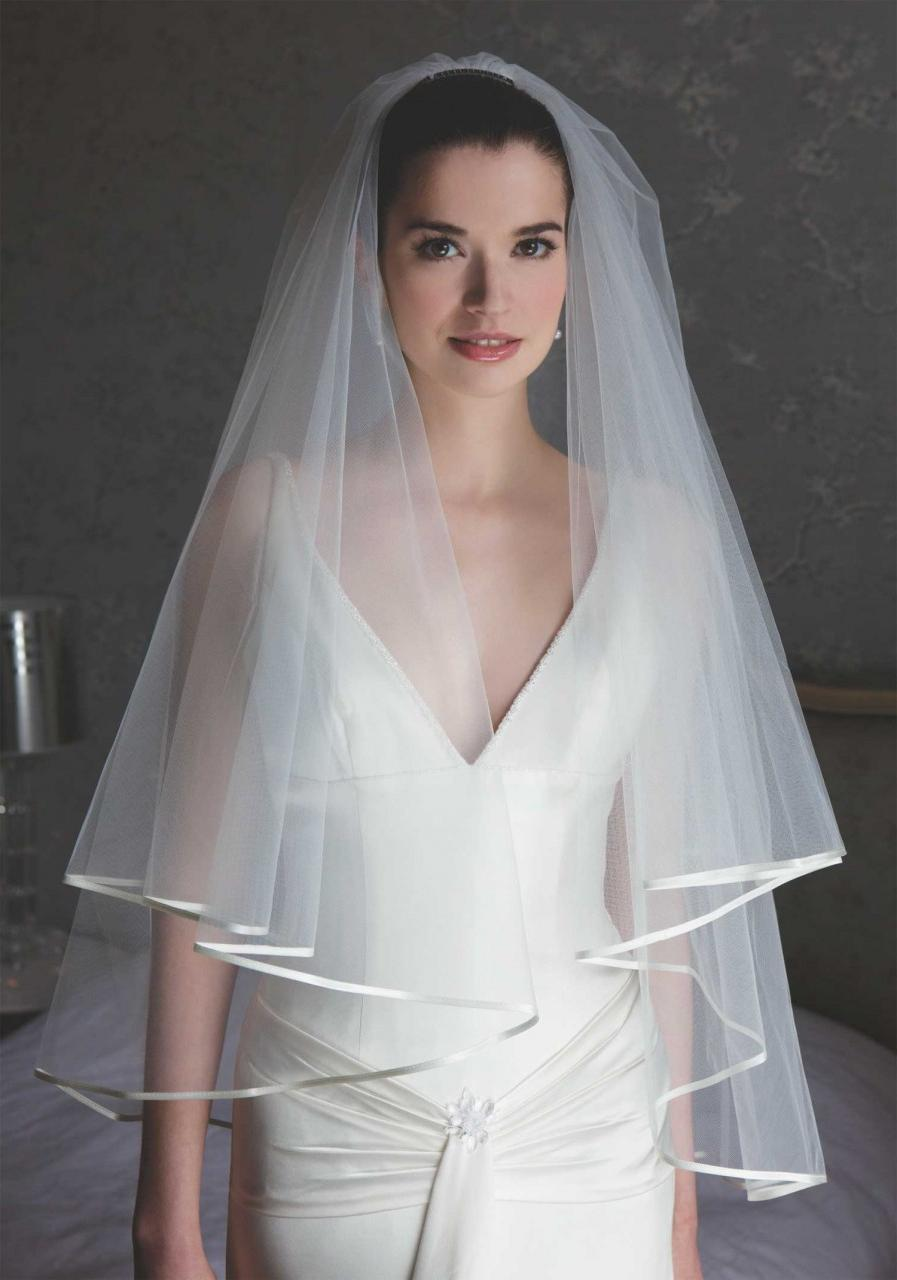 Short Ivory Bridal Veil