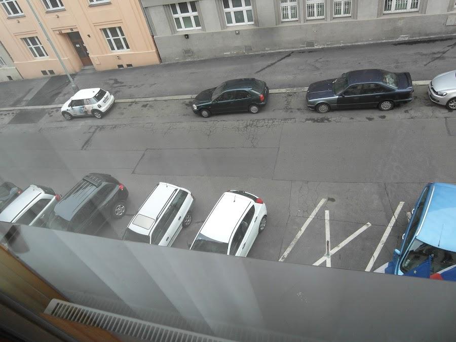Парковка возле отеля Askania