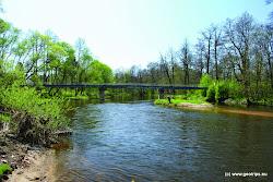 Mostov Lávka. Vpravo obec Mostov.