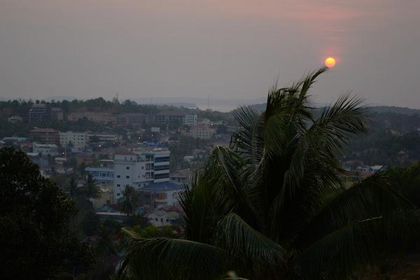 Вид на Сиануквиль и Сиамский залив закат